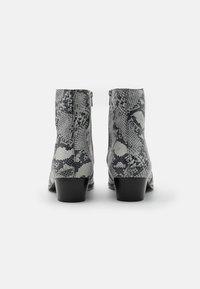 Everyday Hero - ZIMMERMAN ZIP BOOT - Classic ankle boots - grey - 2