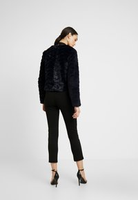 Vero Moda - VMBROOKLYN SHORT JACKET - Vinterjakker - night sky - 2