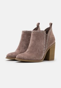 Madden Girl - ECHO - High heeled ankle boots - taupe