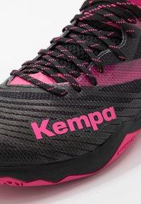 Kempa - WING LITE 2.0 WOMEN - Håndboldsko - black/pink - 5