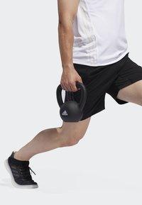 adidas Performance - AEROREADY 3-STRIPES 8-INCH SHORTS - Pantalón corto de deporte - black - 3