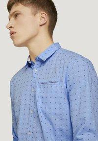 TOM TAILOR DENIM - GEMUSTERTES - Shirt - light blue dot clipper - 3
