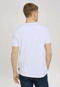 TOM TAILOR DENIM - MELIERTES MIT BRUSTTASCHE - Basic T-shirt - white - 2