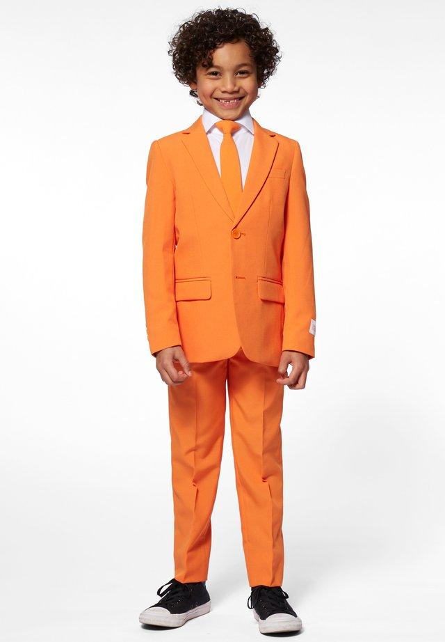 Suit - orange