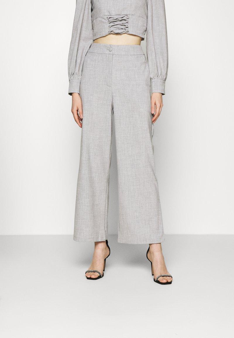 Fashion Union - DURAN TROUSER - Trousers - grey