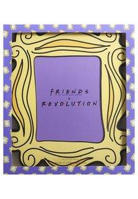 Make up Revolution - REVOLUTION X FRIENDS OPEN THE DOOR SHADOW PALETTE - Eyeshadow palette - - - 4