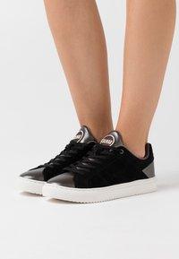 Colmar Originals - BRADBURY  - Sneakers laag - black/dark silver - 0