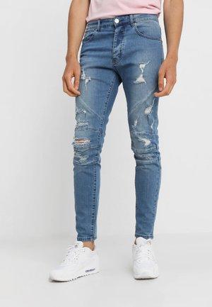 PANELED PANTS - Slim fit jeans - distressed mid blue