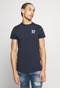 11 DEGREES - CORE MUSCLE FIT - Print T-shirt - navy - 0