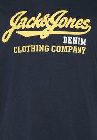 Jack & Jones - JJELOGO TEE O NECK - Print T-shirt - navy blazer - 2