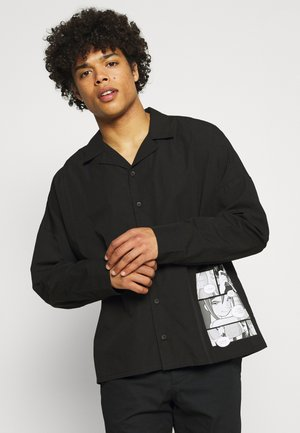 GALLUCKS X NU IN COLLECTION FRONT PRINT OPEN COLLAR - Camisa - black