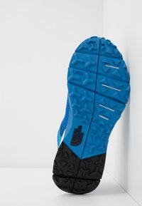 The North Face - FLIGHT TRINITY  - Trail running shoes - clear lake blue/black - 4