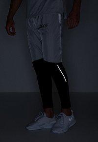 Nike Performance - ELITE TRACK PANT AIR - Træningsbukser - black/white - 5