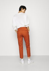 GAP - GIRLFRIEND UTILITY  - Pantalones - rusty - 2