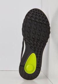 ECCO - EXOSTRIDE  - Sneakers laag - black/sangria - 4