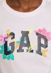 GAP - FRANCHISE FLORAL TEE - T-shirt z nadrukiem - cherry - 5