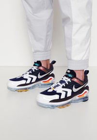 Nike Sportswear - AIR VAPORMAX EVO UNISEX - Trainers - anthracite/tech grey/white/midnight navy - 0