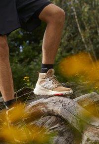 adidas Performance - TERREX TRAILMAKER MID GORE-TEX - Scarpa da hiking - beige tone/crystal white/white - 2