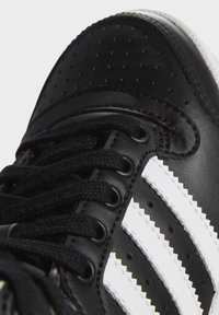 adidas Originals - TOP TEN SPORTS STYLE MID SHOES - High-top trainers - black - 10
