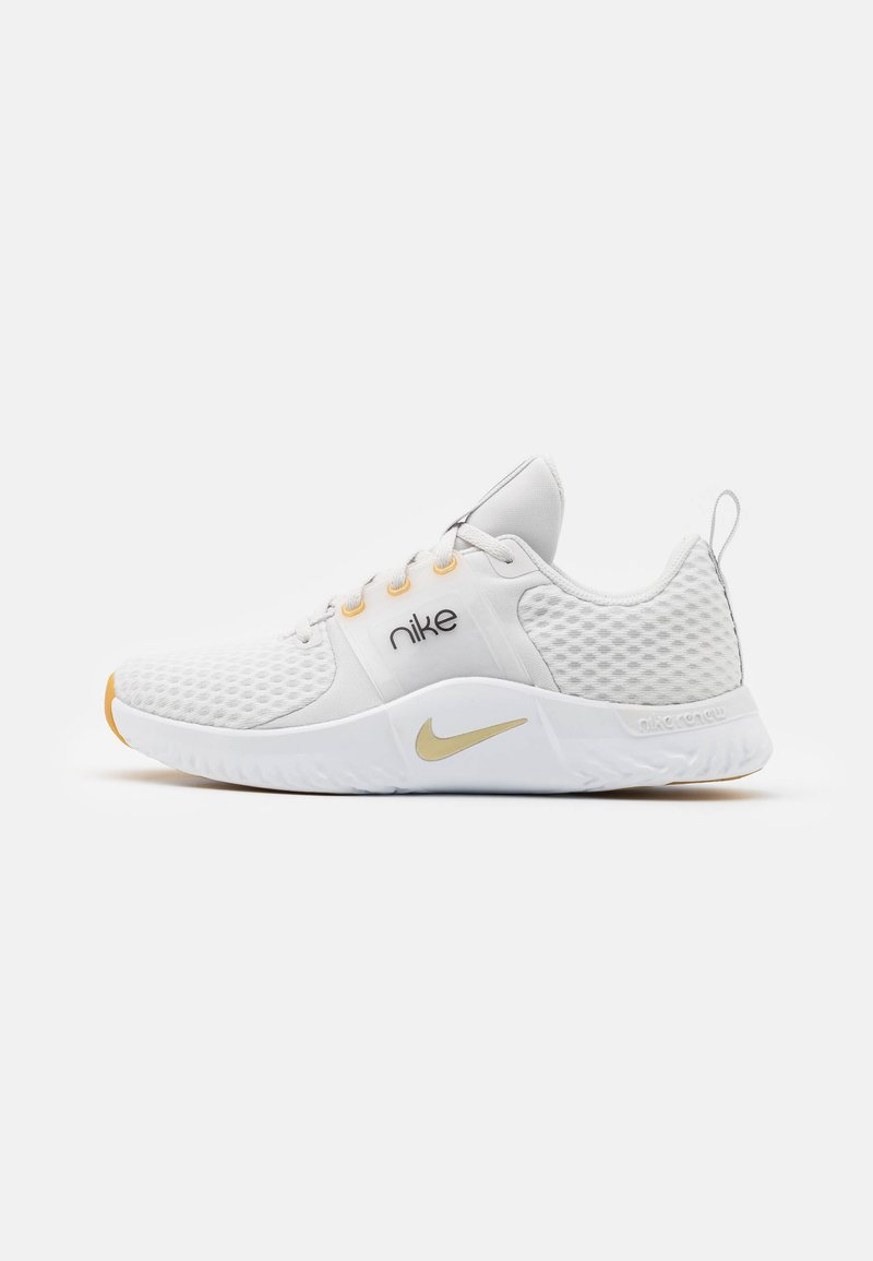 Nike Performance - RENEW IN-SEASON TR 10 - Zapatillas de entrenamiento - platinum tint/metallic gold star