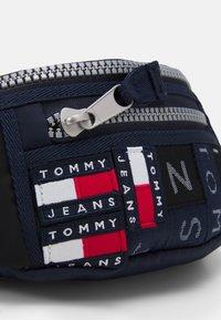 Tommy Jeans - HERITAGE BUMBAG CORPORATE UNISEX - Bum bag - blue - 3