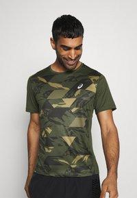 ASICS - FUTURE CAMO - T-shirts print - smog green - 3