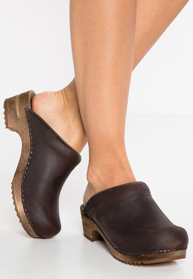 CHRISSY OPEN - Clogs - antique brown