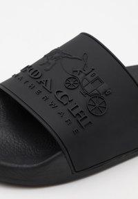 Coach - 3D LOGO SLIDE - Pool slides - black - 5