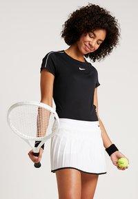 Nike Performance - DRY - Print T-shirt - black/white - 0