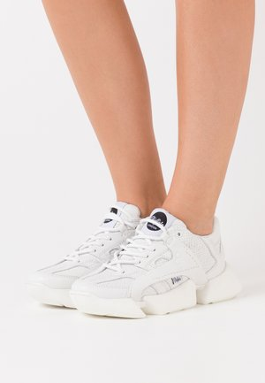 ONE - Trainers - white