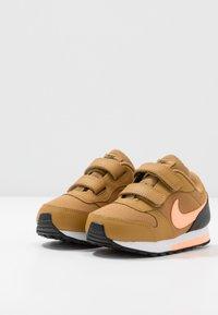 Nike Sportswear - RUNNER 2 - Sneakersy niskie - wheat/orange pulse/black/white - 3