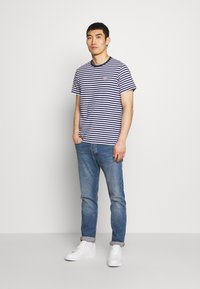 Barbour - DELAMERE STRIPE TEE - Print T-shirt - inky blue - 1