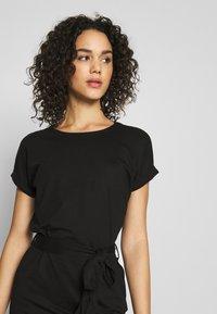 Even&Odd - BASIC - Short sleeves mini belted dress - Vestido ligero - black/black - 3