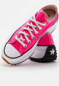 Converse - RUN STAR HIKE PLATFORM UNISEX - Trainers - hyper pink/white - 5