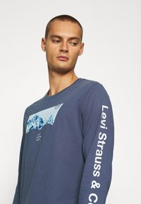 Levi's® - GRAPHIC TEE UNISEX - Maglietta a manica lunga - blue inigo - 4