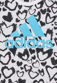 adidas Performance - G MH GRA TEE - Camiseta estampada - white/black/signal cyan - 2