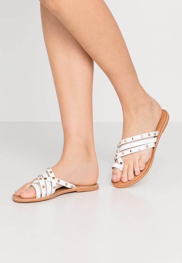 JANGO STUD TRIM SLIDE - T-bar sandals - white