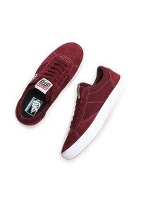 Vans - UA PARADOXXX - Sneakers - port/white - 3