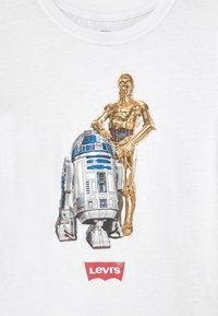 Levi's® - STAR WARS DROID - T-shirt print - white - 2