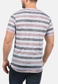 Solid - RUNDHALSSHIRT TET - Print T-shirt - orange - 1