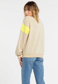 Volcom - SHORT STAXX PULLOVER - Sweatshirt - pale_khaki - 1