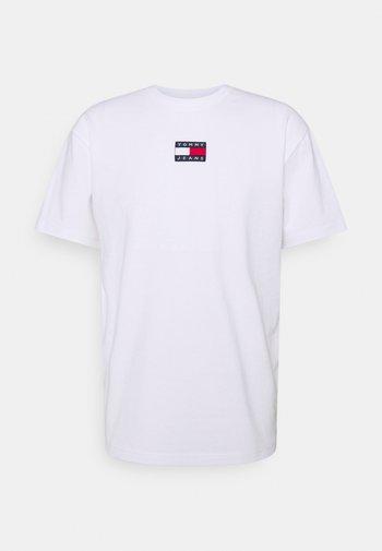 BADGE TEE UNISEX - Print T-shirt - white
