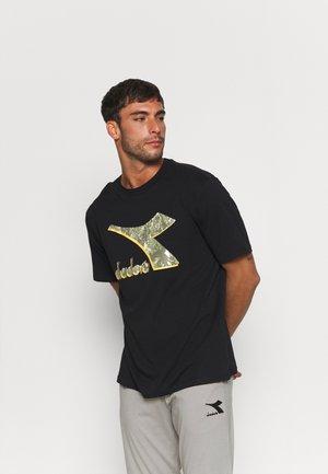 SHIELD - Camiseta estampada - black