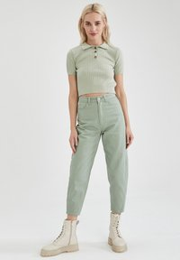DeFacto - SLIM FIT - Relaxed fit jeans - green - 1