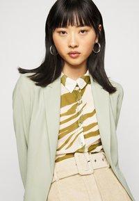 Dorothy Perkins Petite - WASHED WRAP JACKET - Summer jacket - green - 3