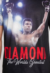 Diamond Supply Co. - THE CHAMP SHORTSLEEVE TEE - Print T-shirt - black - 4