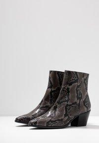 Pedro Miralles - Cowboy/biker ankle boot - asphalt - 4