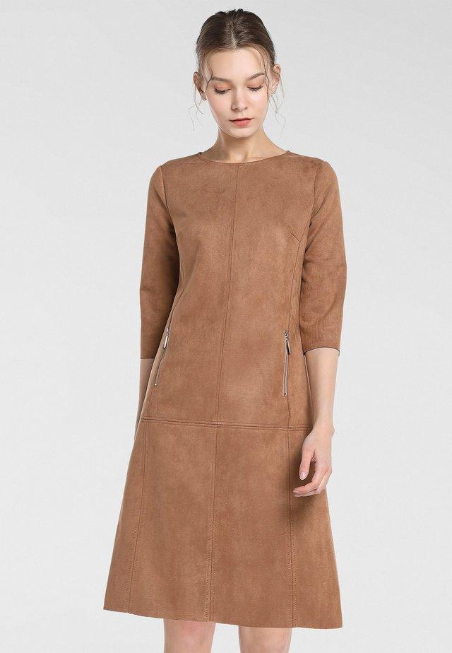 Vestido informal - karamell