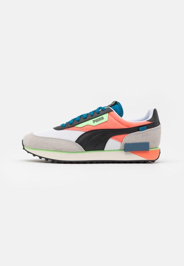 FUTURE RIDER NEON PLAY UNISEX - Sneakers - white/fusion coral
