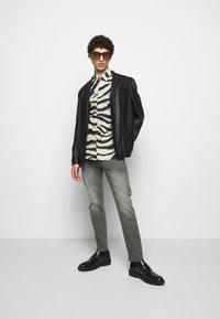 Just Cavalli - Jeans Tapered Fit - black denim - 1